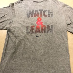 Nike boys L Watch and Learn gray shirt